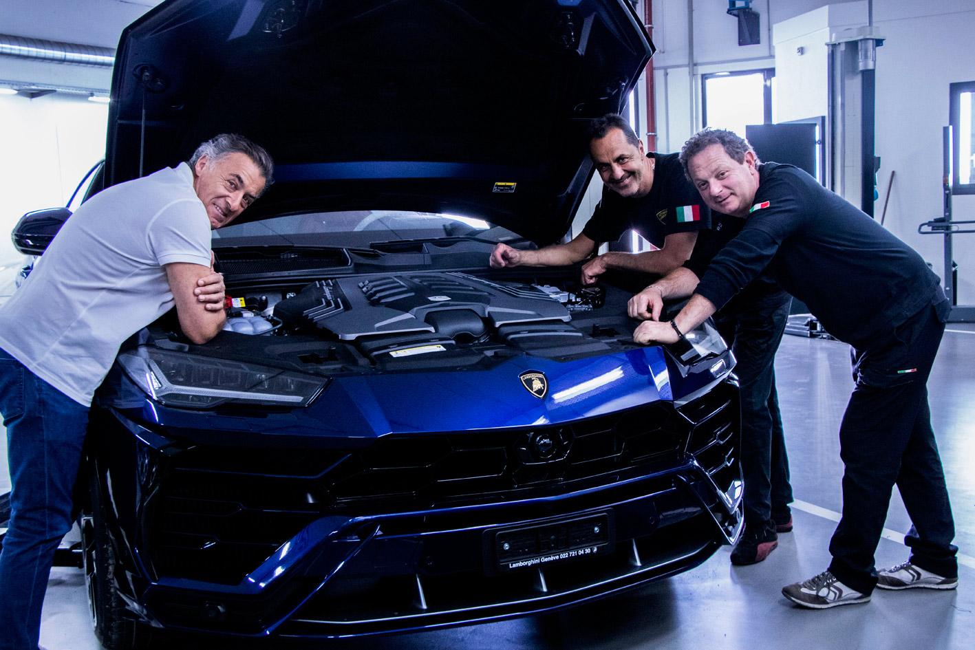 Jean Alesi et les mécaniciens de Lamborghini Genève